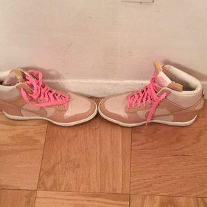 Woman's Nike Wedge Sneakers🌹